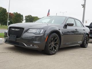 2019 Chrysler 300 for sale in Roseville MI